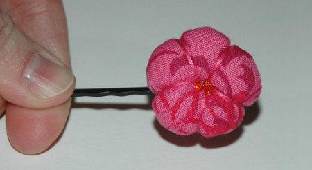 Como hacer flores de tela para el pelo paso a paso - Imagui